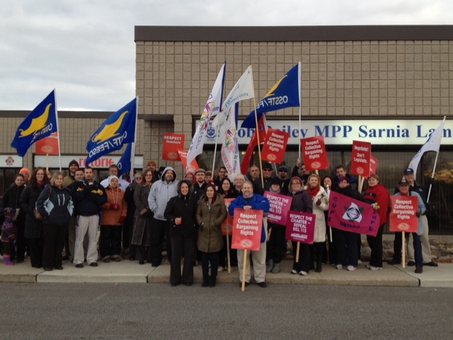 Teachers rally in Sarnia (BlackburnNews.com file photo)