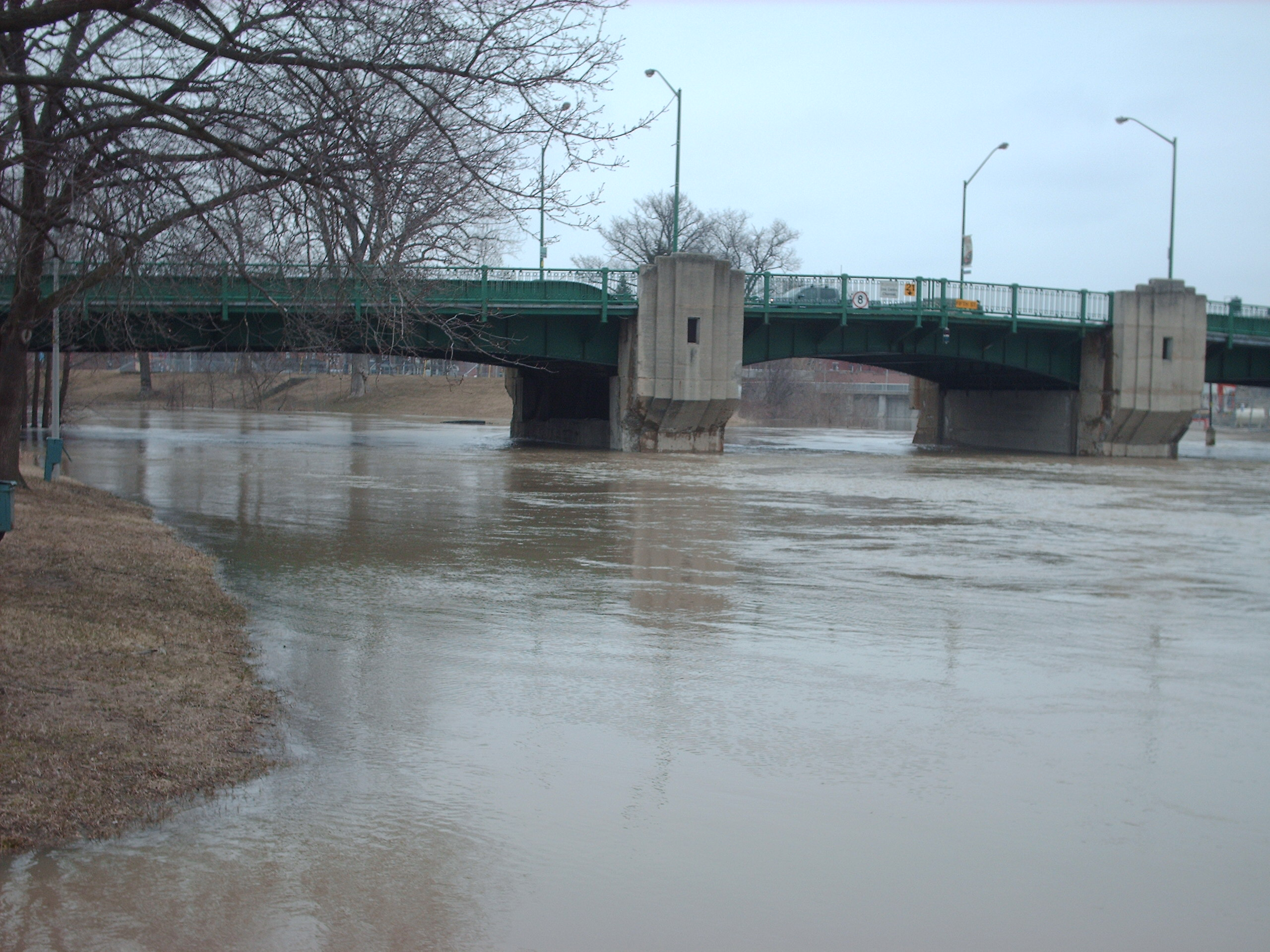 The Thames River flooding through Chatham. (BlackburnNews.com File Photo)
