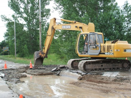 Crews work to repair a water main break that left much of the Municipality of Meaford without water. Photo by Jim Armstrong