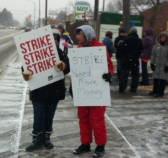 Red Cross PSWs on the picket line in Chatham. Photo taken Dec. 11, 2013.