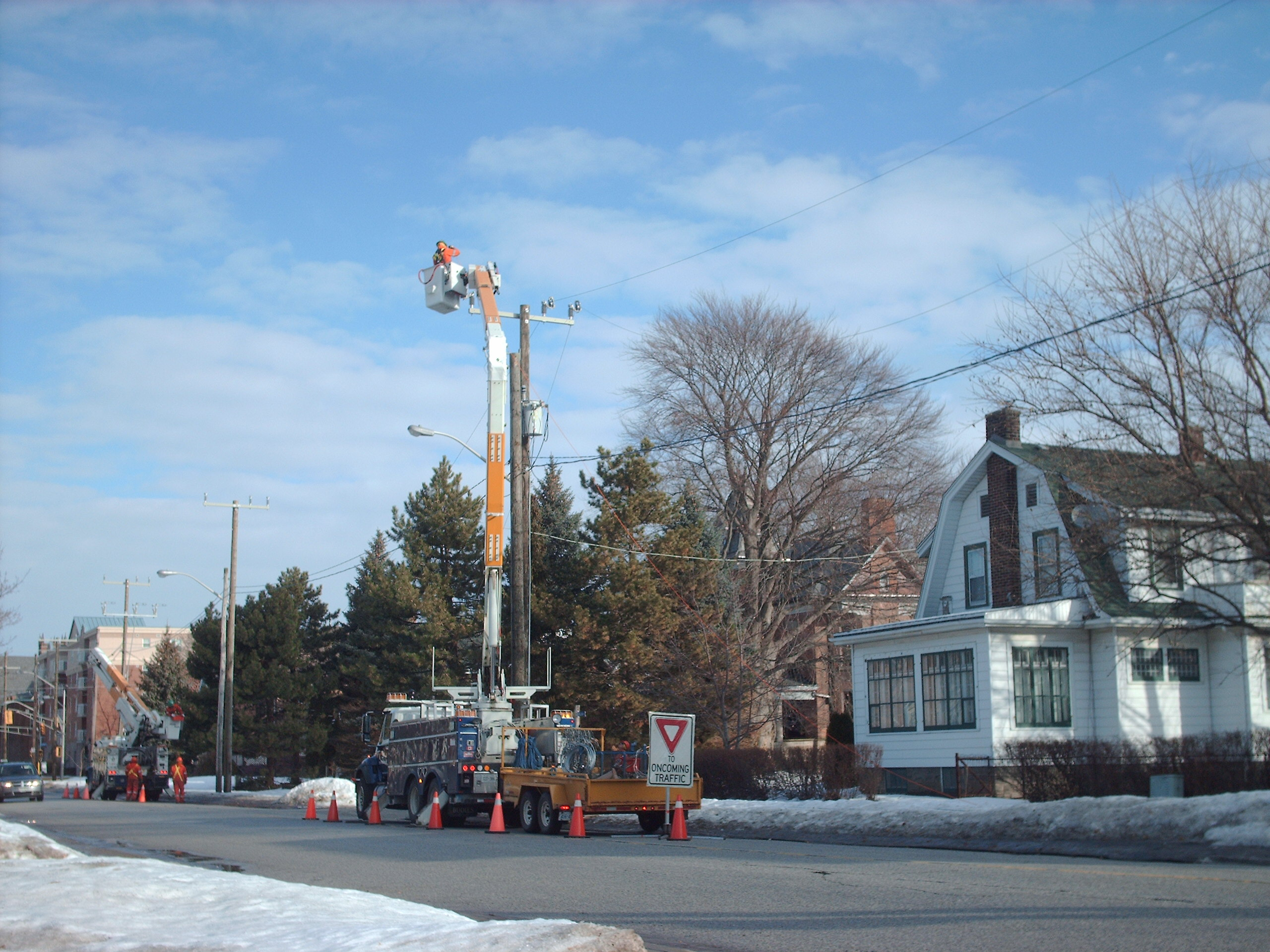 Entegrus crews replace poles and upgrade service on William St. Chatham. Feb. 2014 (Photo by Simon Crouch)