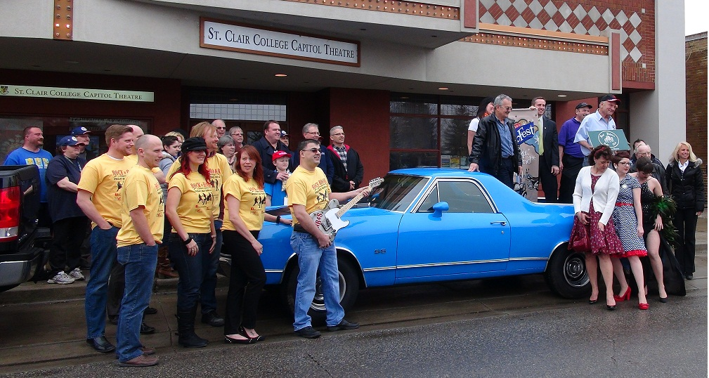 Retrofest volunteers surround a 1971 El Camino. (BlackburnNews.com File Photo)