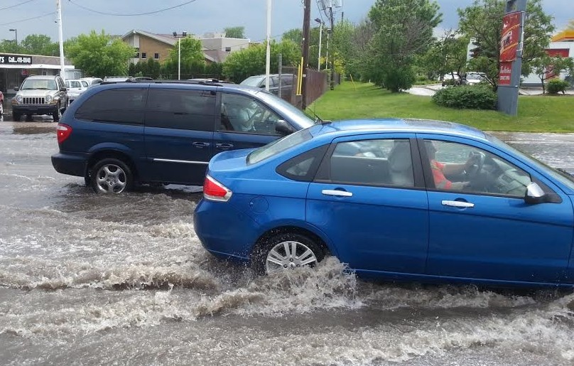 Flooding at Central Ave. and Tecumseh Rd.E. in Windsor, May 27 2014. (Photo by Shaun Campbell.)