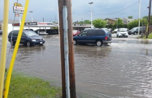 Flooding at Central Ave. and Tecumseh Rd. E., May 27 2014. (Photo by Shaun Campbell.)