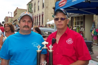 Doug Hawkrigg (right) presents Kin Memorial Trophy to Larry Lieseman (left). July 19, 2014. (Photo by Campbell Cork).