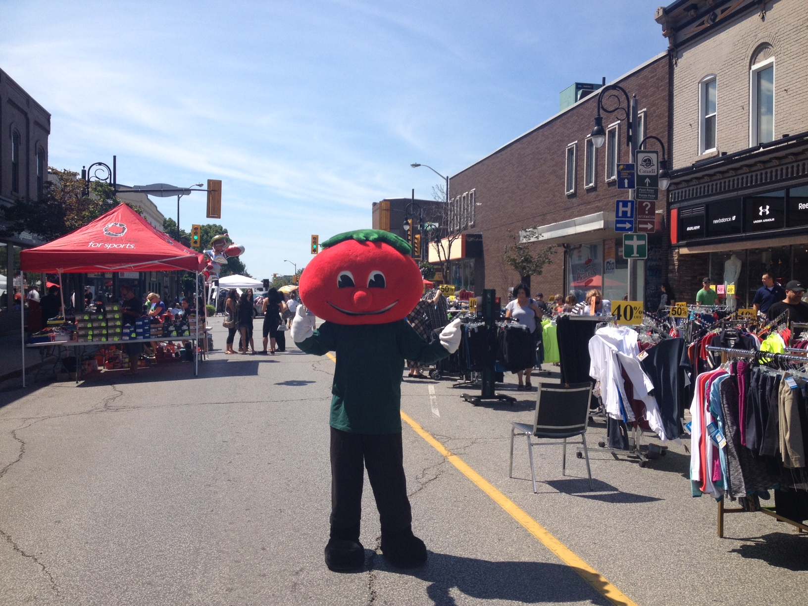 The Leamington Sidewalk Sale on July 26, 2014. (Photo by Kevin Black)