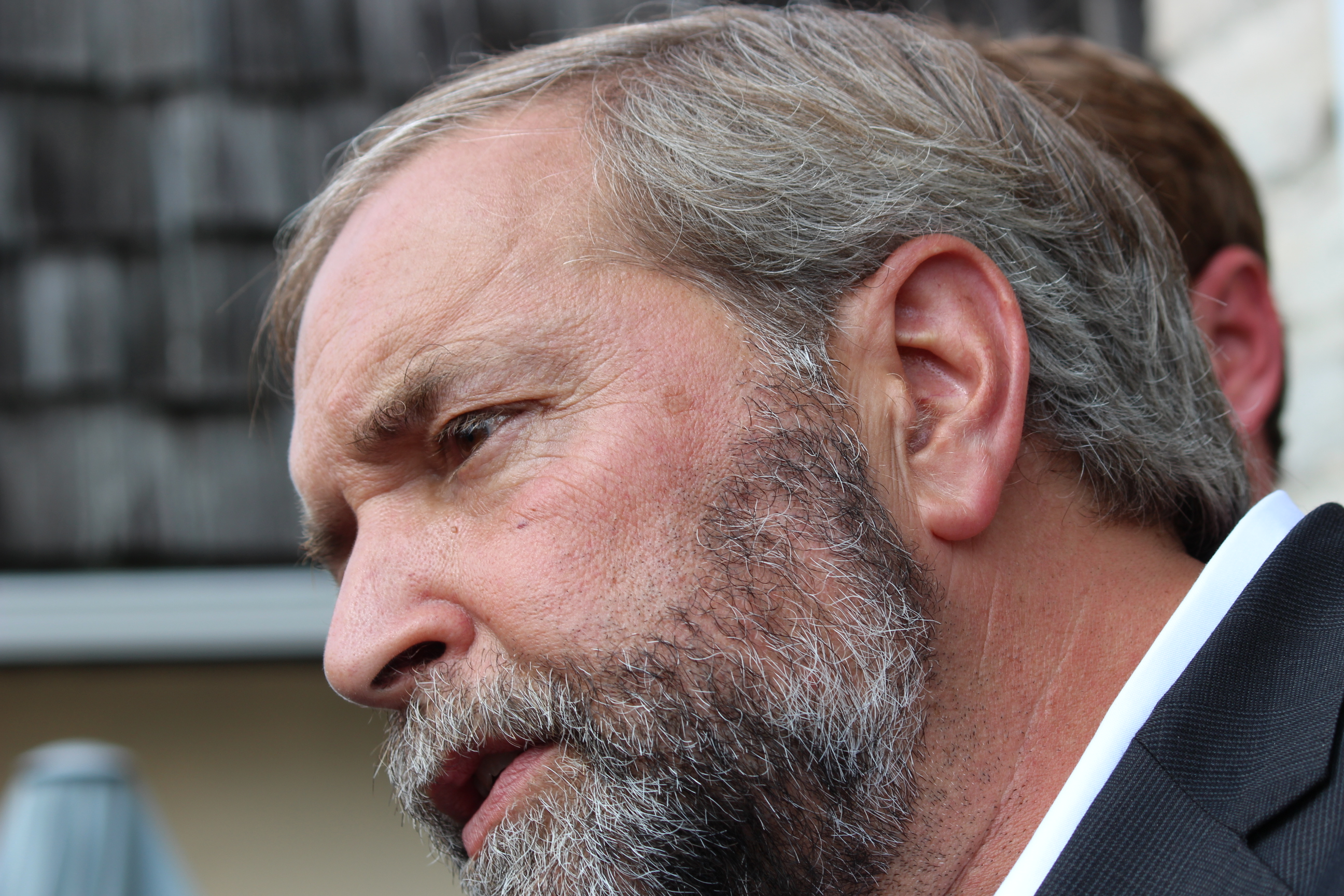Federal NDP Leader Thomas Mulcair speaking with reporters after meeting with veterans in Amherstburg, August 21 2014. (Photo by Adelle Loiselle.)