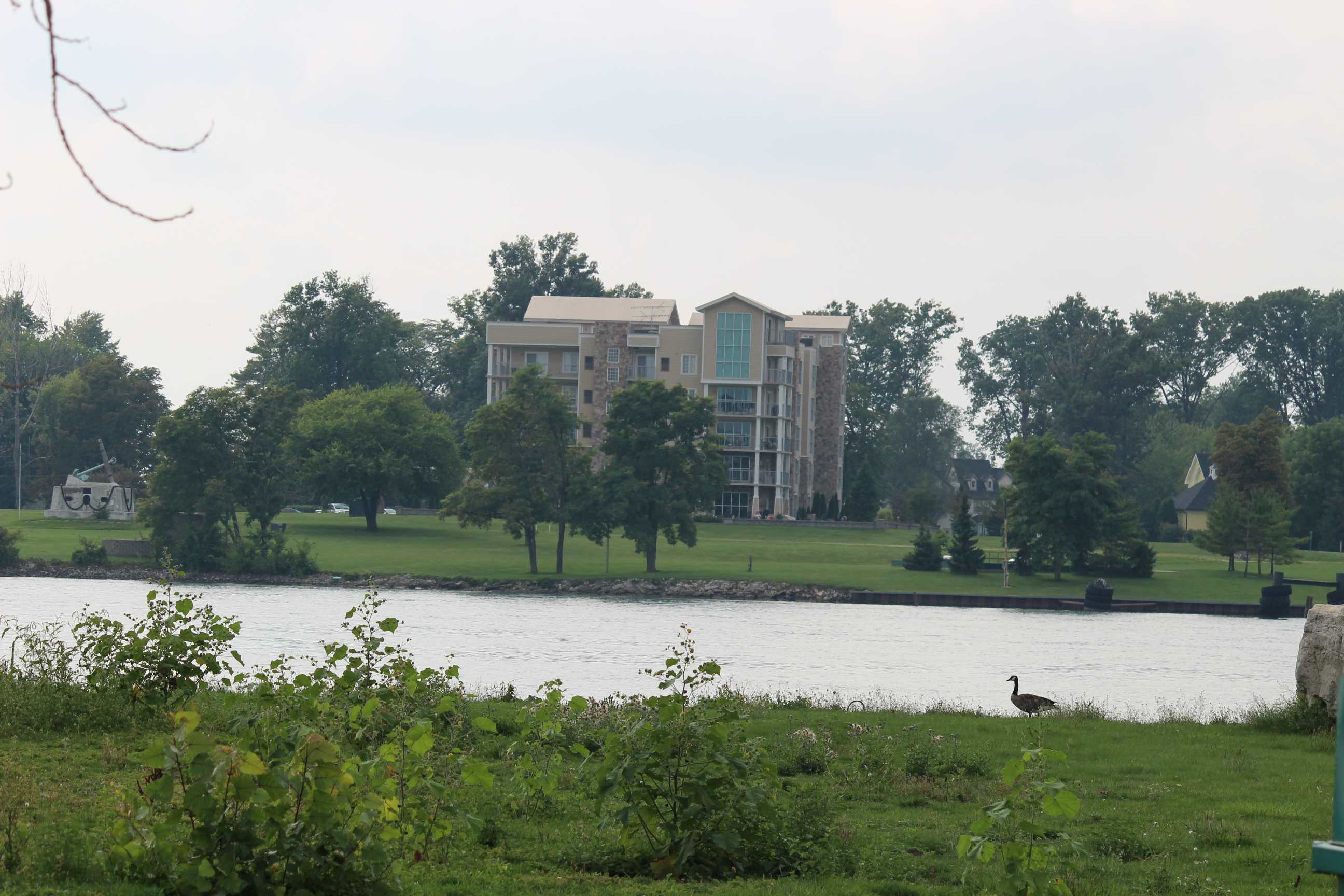Homes on Boblo Island in the Detroit River. (Photo by Adelle Loiselle.)
