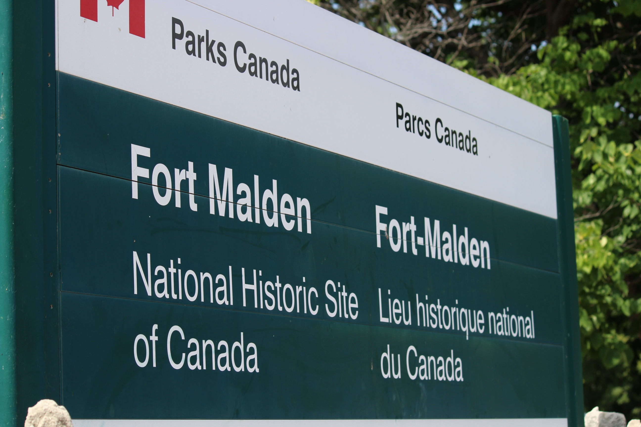 The sign in front of Fort Malden in Amherstburg. (Photo by Adelle Loiselle.)