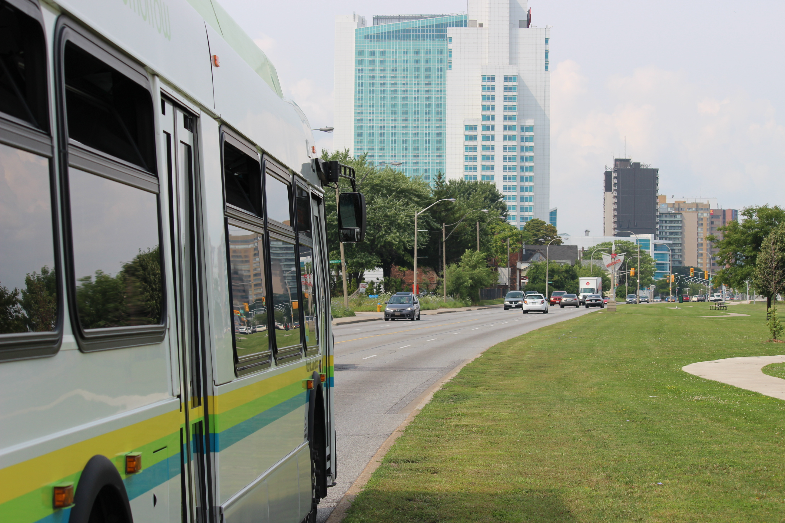 Windsor city bus headed westbound on Riverside Dr. in Windsor. (Photo by Adelle Loiselle.)