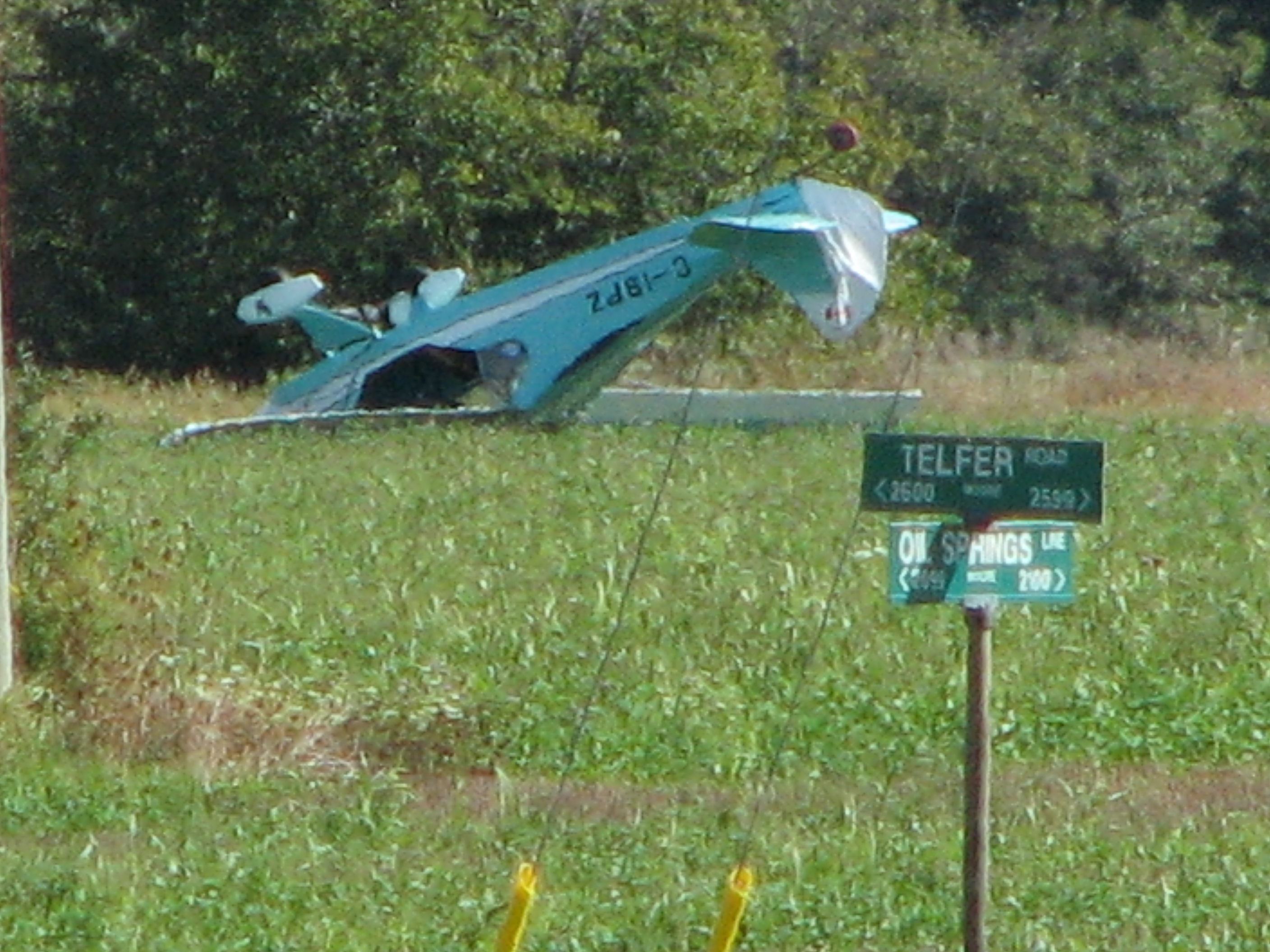 A plane crashes in a field at Telfer Rd. and Oil Springs Line Sun Sept 14, 2014 (photo courtesy of Larry Trepanier)