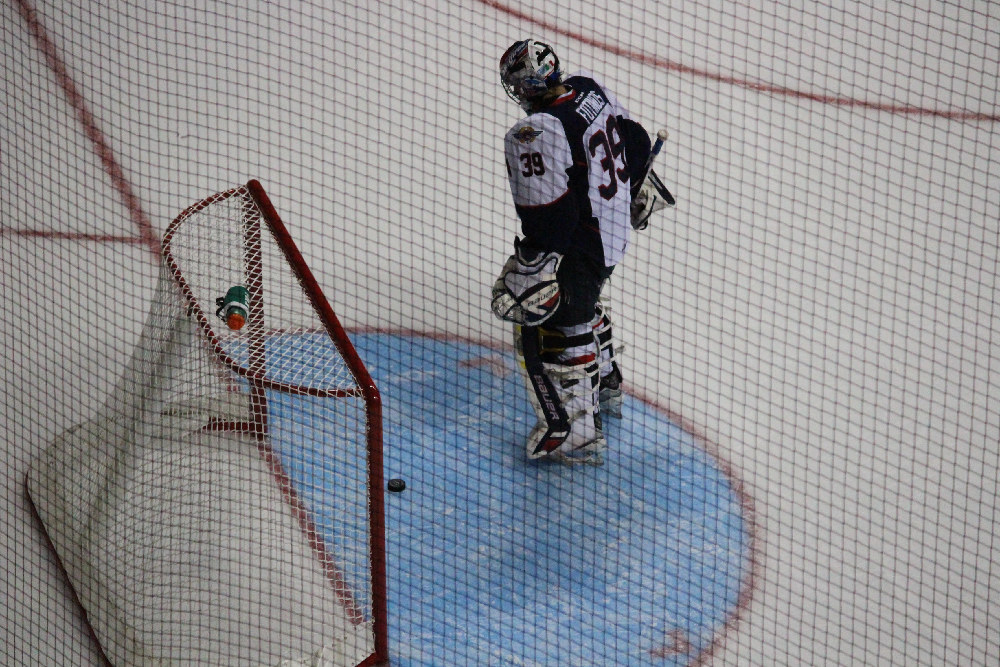 The Windsor Spitfires lose 2-1 against the Guelph Storm September 28, 2014. (Photo by Jason Viau)
