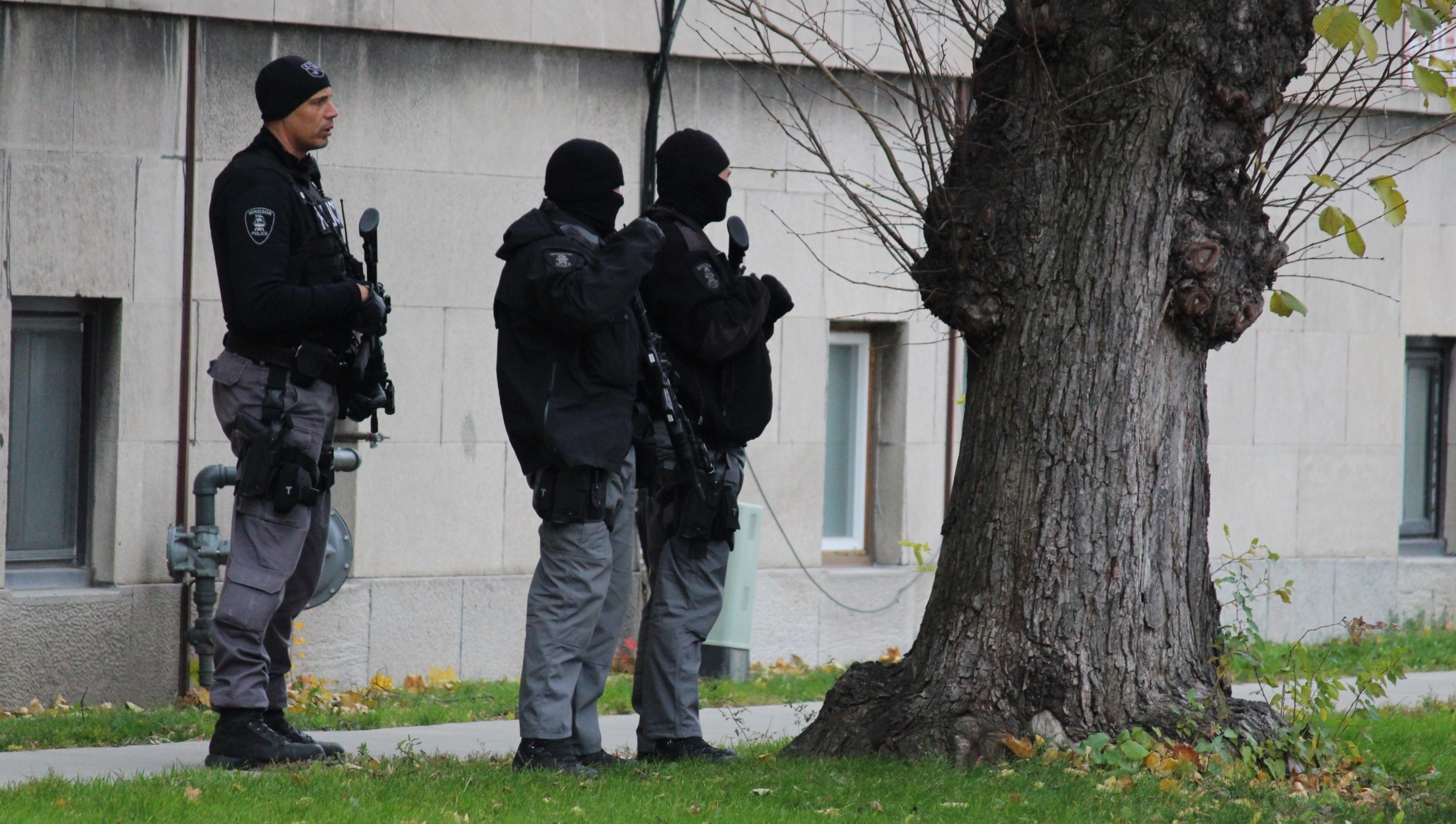 Windsor police investigate a man barricaded inside of an apartment on the corner of Lincoln Rd. and Richmond St., November 12, 2014. (photo by Mike Vlasveld)