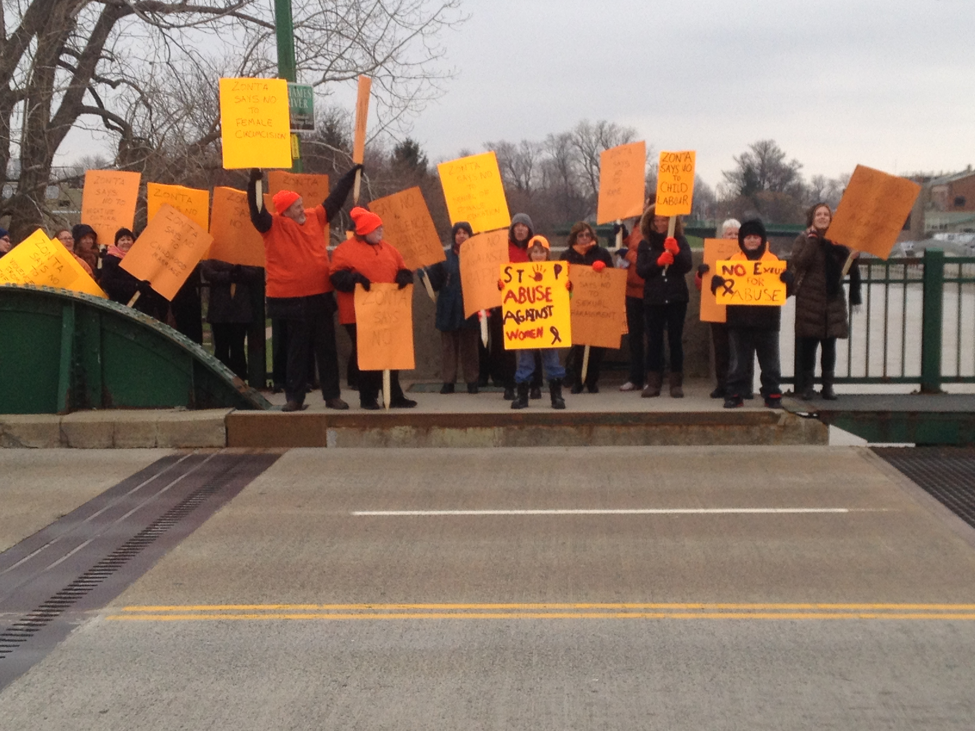 Chatham-Kent residents gather on the 3rd St. Bridge in Chatham to protest violence against women. November 25, 2014. (Photo courtesy of Jenny Pelisek)