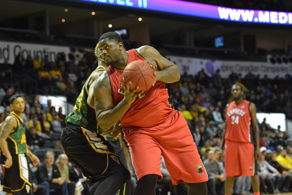 The Windsor Express take on the London Lightning, November 23, 2014. (Photo courtesy of the Windsor Express)