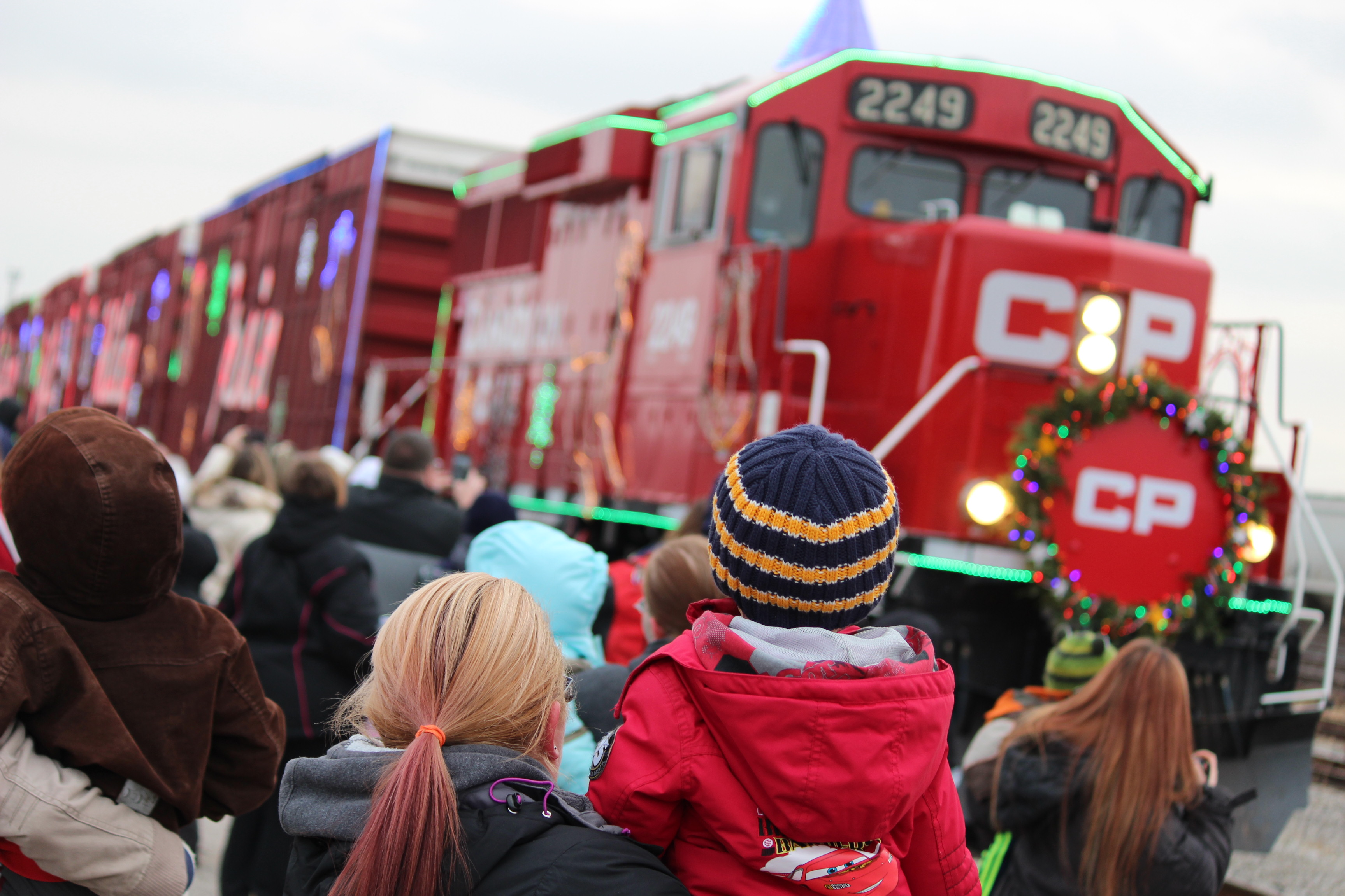 Hundreds gather in Windsor to watch as the CP Holiday Train pulls in. (Photo by Jason Viau)