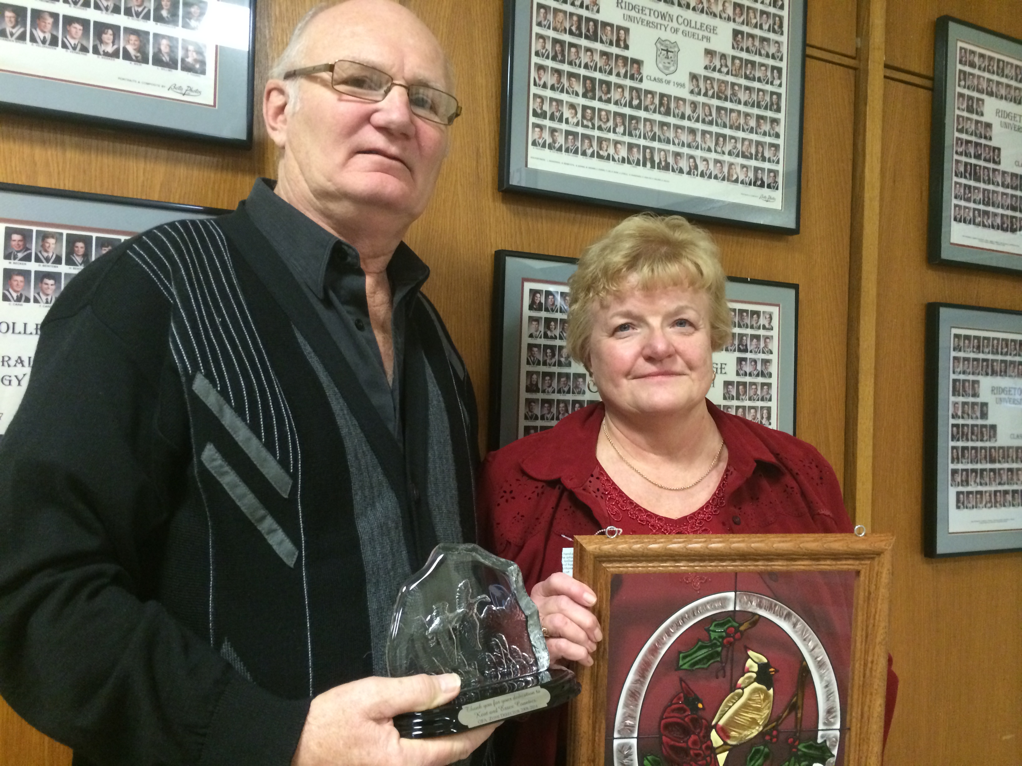 Ralph Brodie (left) is seen with his wife after receiving a special award for dedication to agriculture from the Kent Federation of Agriculture. (Photo by Ricardo Veneza)