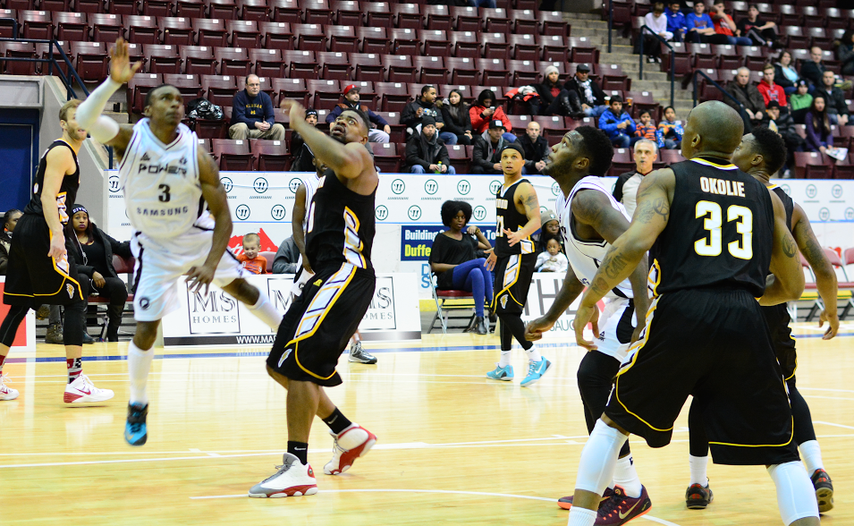 The London Lightning take on the Mississauga Power, December 13, 2014. (Photo courtesy of the London Lightning)