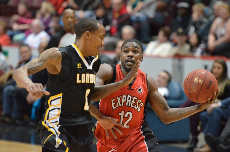 The Windsor Express take on the London Lightning, December 5, 2014. (Photo courtesy of the Windsor Express)