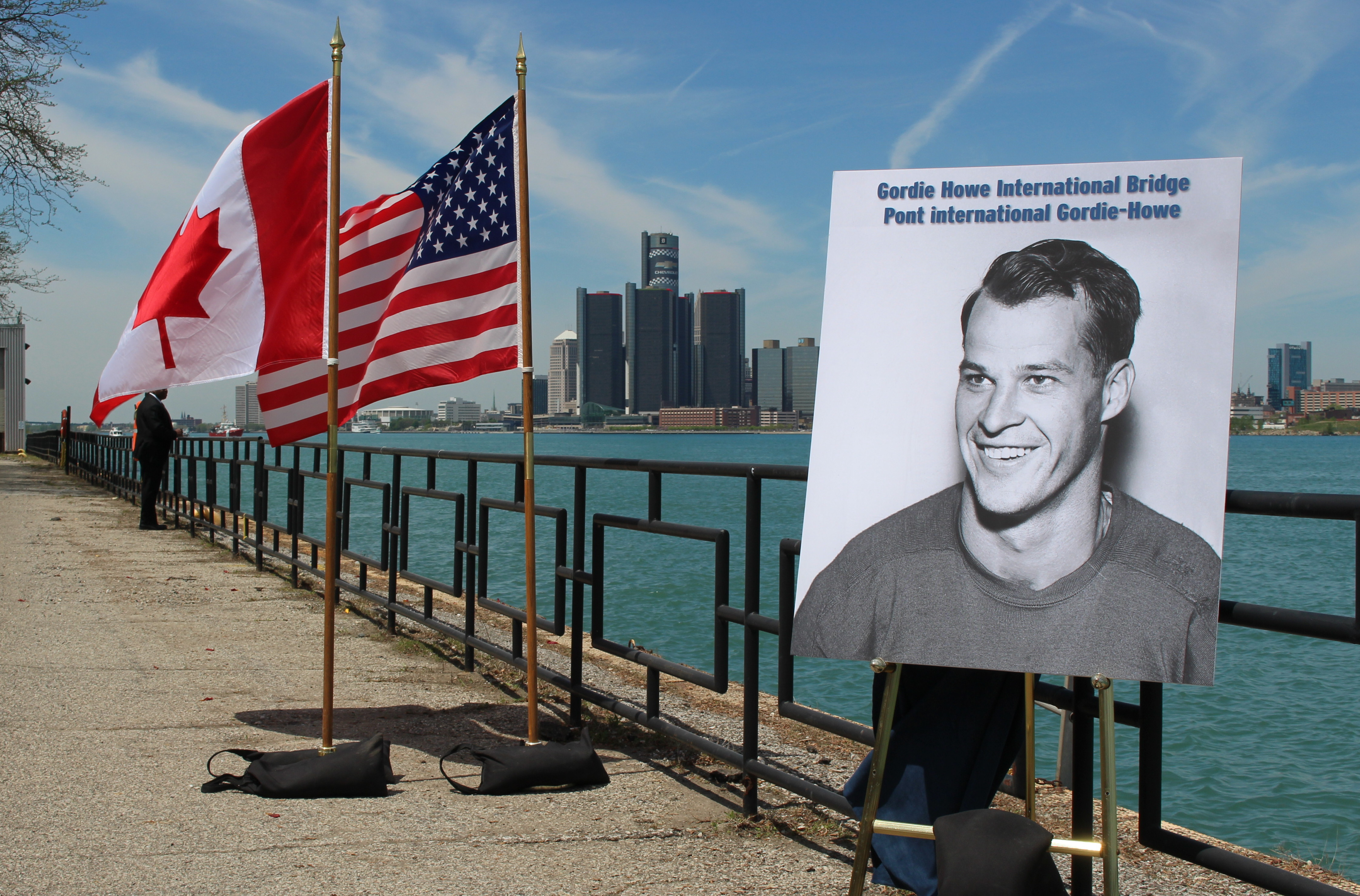 A picture of hockey great Gordie Howe sits along the riverfront as his name is chosen for the new crossing between Windsor and Detroit. (Photo by Mike Vlasveld)