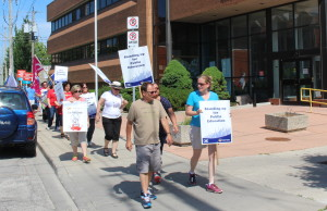 A teachers rally in front of the GECDSB office in Windsor, June 16, 2015. (Photo by Mike Vlasveld)