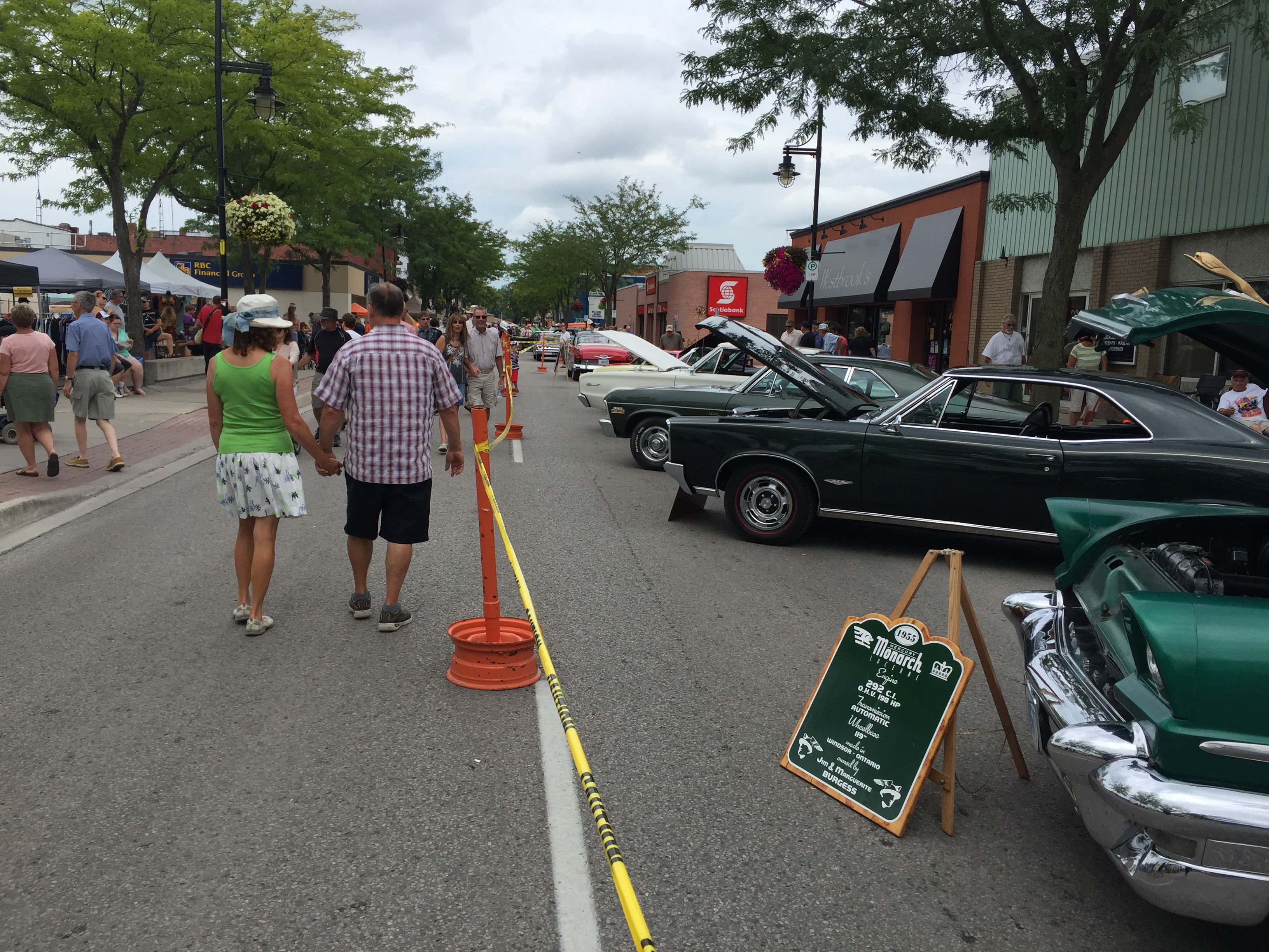 People and classic cars line the streets at the 27th annual Wallaceburg Antique Motor and Boat Outing, August 8, 2015. (Photo by the Blackburn Radio Summer Patrol)