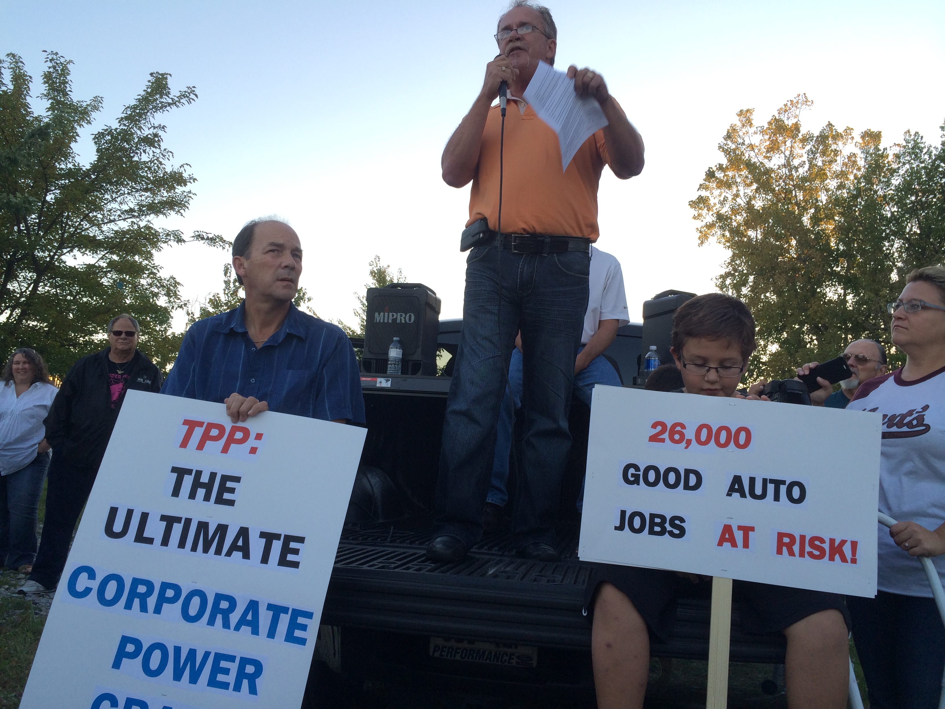 Unions and other supporters rally against the TPP in Essex on September 23, 2015. (Photo by Ricardo Veneza)