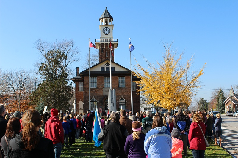 Remembrance Day at the 11th hour in Thamesville. Nov. 11, 2015(Photo by Simon Crouch)