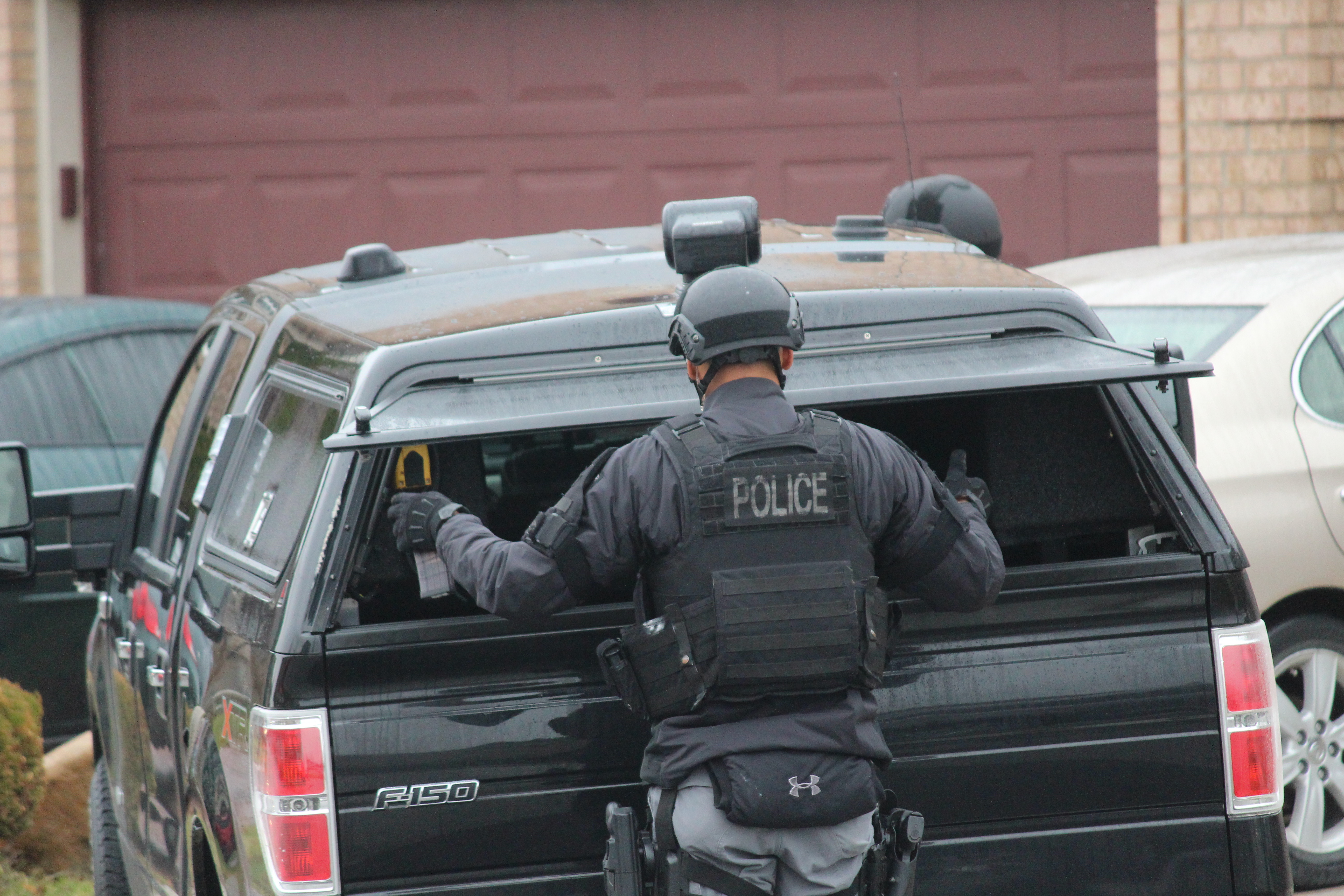 Windsor police ESU surround house in east Windsor to serve an outstanding arrest warrant, December 1, 2015. (Photo by Maureen Revait)