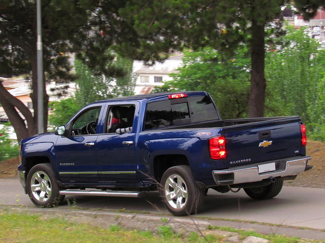 Photo of a Chevrolet Silverado by Flickr user RL GNZLZ. Used with Creative Commons licence