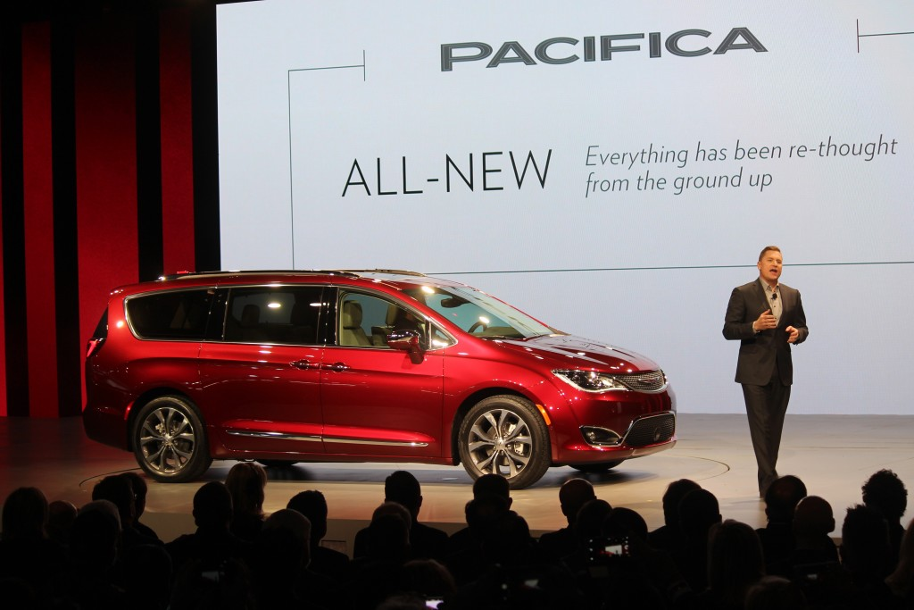 Chrysler Pacifica 04
