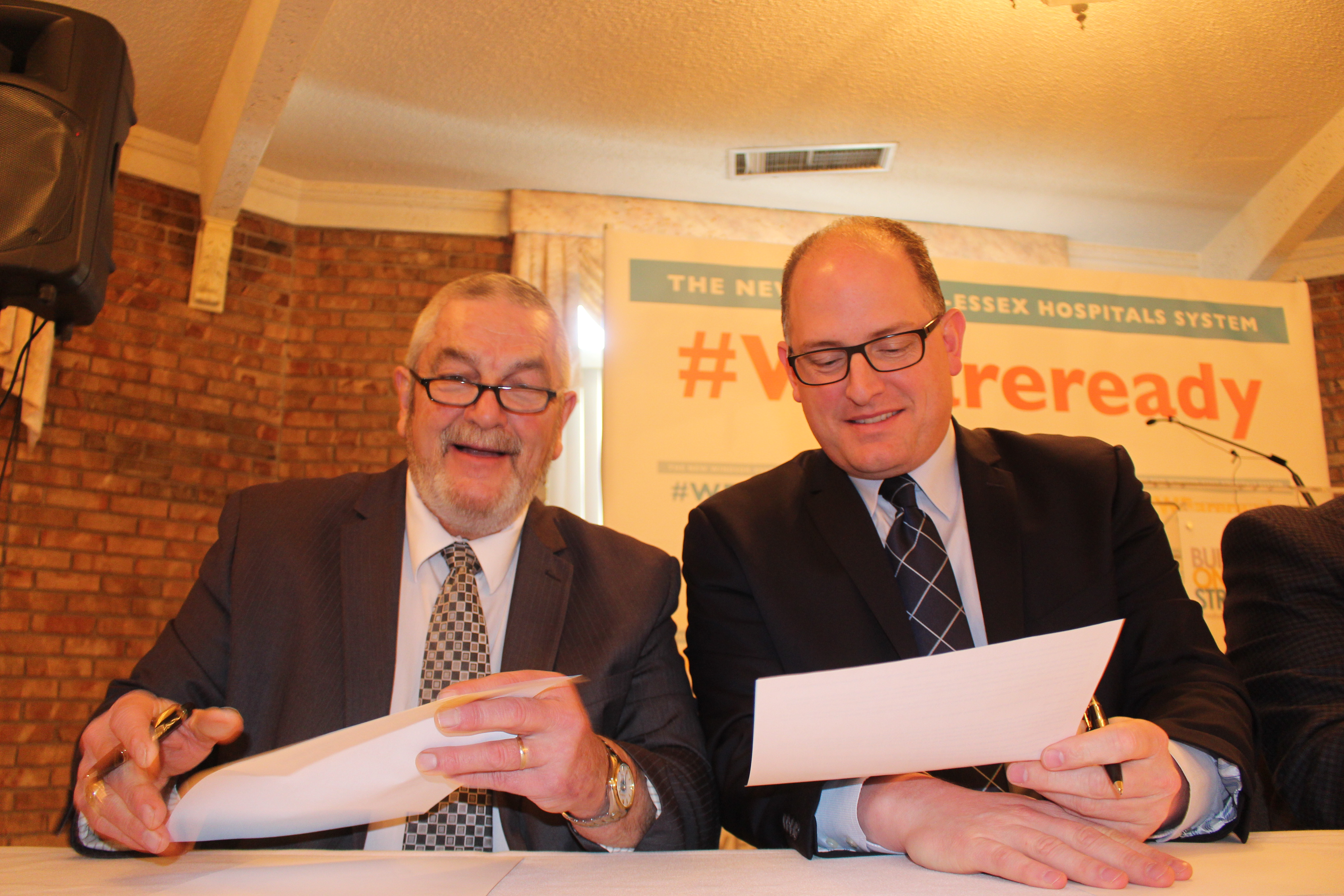 Essex County Warden Tom Bain and Windsor Mayor Drew Dilkens sign a letter to Health Minister Dr. Eric Hoskins January 25, 2016. (Photo by Adelle Loiselle)