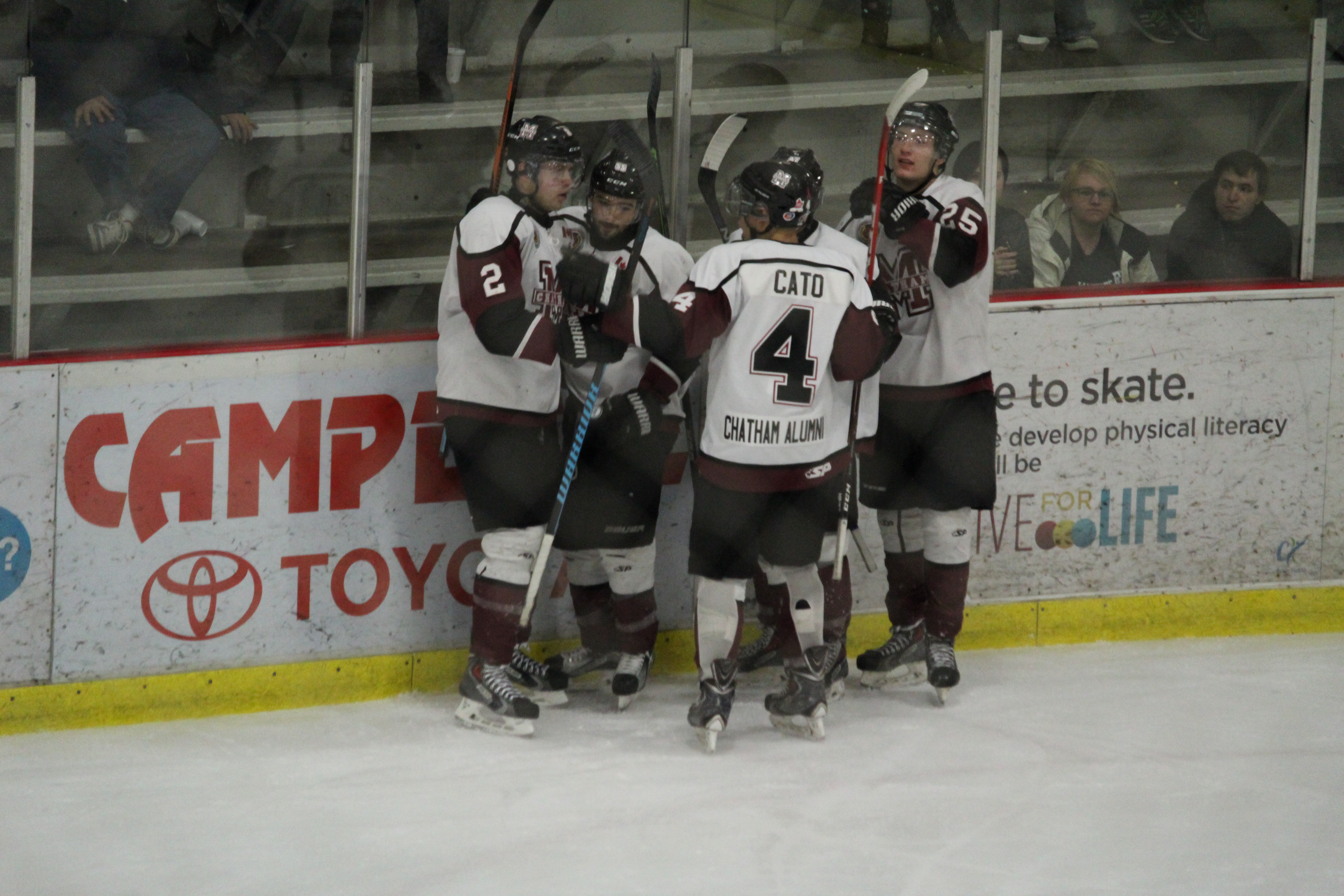 The Chatham Maroons take on the St. Thomas Stars, March 3, 2016. (Photo by Matt Weverink)