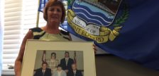 Newly appointed Pt. Edward Mayor Bev Hand holds a photo of her mother Barb Horner and the council that served  from 1997-2000. (BlackburnNews.com photo by Melanie Irwin)