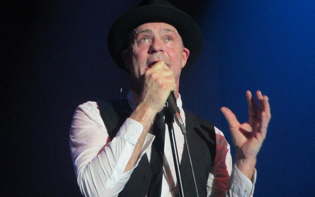 Photo of Gord Downie of The Tragically Hip by Flickr user Moyia Misner-Pellow. Used with a Creative Commons licence.