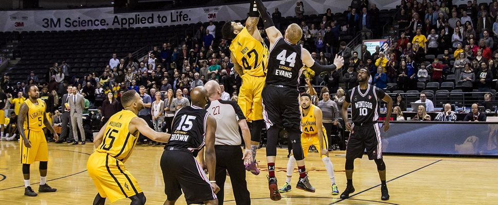 The London Lightning and Windsor Express tip off at Budweiser Gardens in London, Jan 1, 2017 (Photo courtesy of London Lightning/Twitter)