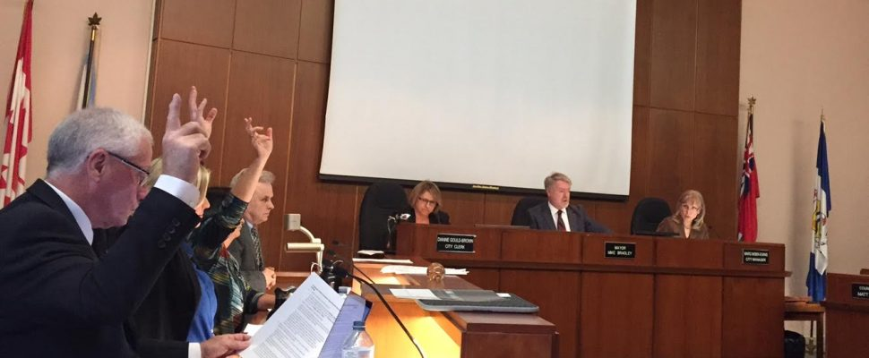 Sarnia councillors voting in favour of awarding a contract for telephone and internet voting. March 20, 2017 BlackburnNews.com photo by Melanie Irwin