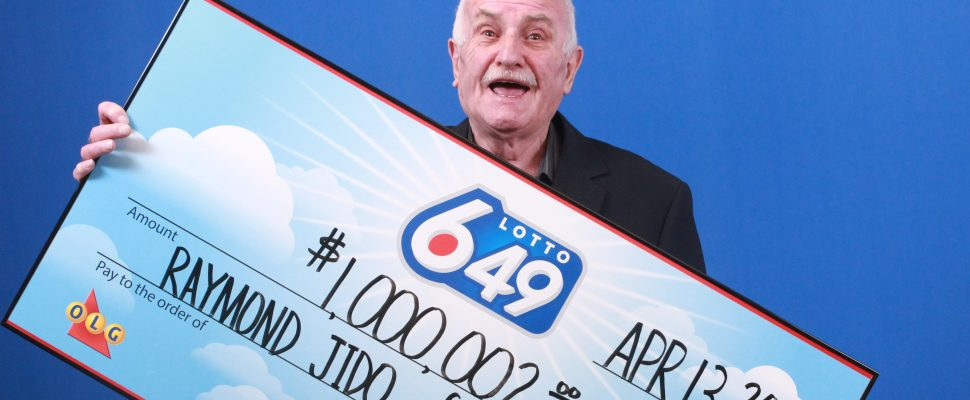 Lotto 6/49 winner Raymond Jido collects his cheque, May 11, 2017. (Photo courtesy the OLG)