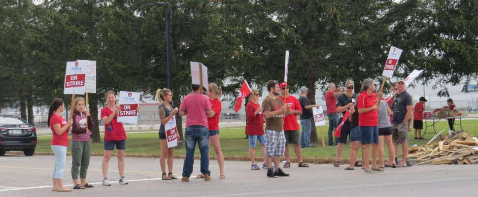 Striking workers in front of the CAMI Assembly Plant in Ingersoll, September 18, 2017. (Photo by Miranda Chant, Blackburn News)