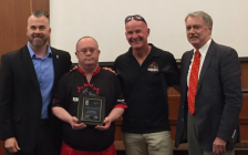 Wes Harding from Team Hoyt Canada stands beside Mayor Mike Bradley (far right) to receive his award. October 2, 2017 (Photo by Melanie Irwin)