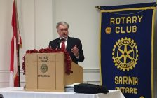 Sarnia Mayor Mike Bradley speaks to members of the Rotary Club of Sarnia. November 21, 2017 (Photo by Melanie Irwin)