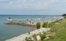 Boating congestion at Bright's Grove Beach. Photo provided by Kim Lichty via. Sarnia City Council agenda.