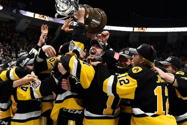 Hamilton Bulldogs celebrate winning the J. Ross Robertson Cup with a 5-4 win in Game 6. May 13th, 2018. Photo courtesy of CHL Images.
