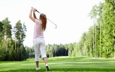 Young woman playing golf. © Can Stock Photo / Deklofenak