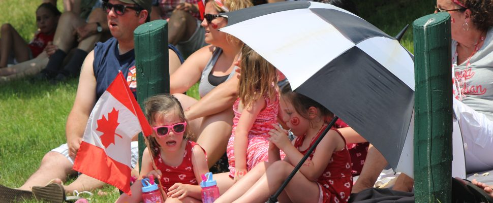 Beating the heat on Canada Day in Sarnia (Blackburnews.com photo by Dave Dentinger)