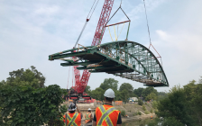 A large crane swings Blackfriars Bridge back onto its abutments above the Thames River, August 15, 2018. Photo courtesy of the City of London.
