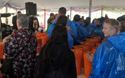 Participants line up as they attempt to break a record for most people bobbing for apples at one time. September 20, 2018. (Photo by Greg Higgins)