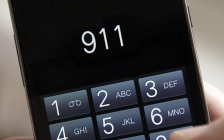 911 on a cell phone © Can Stock Photo / daisydaisy