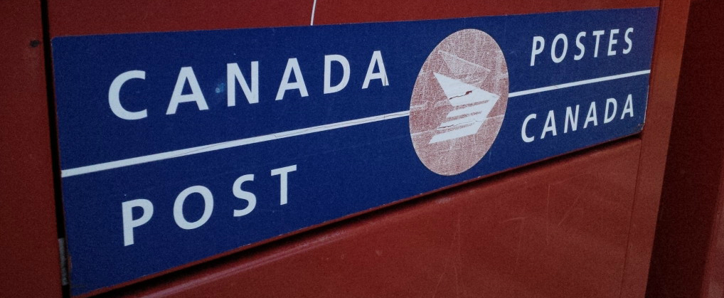 Government threatens back-to-work legislation if Canada Post strike continues