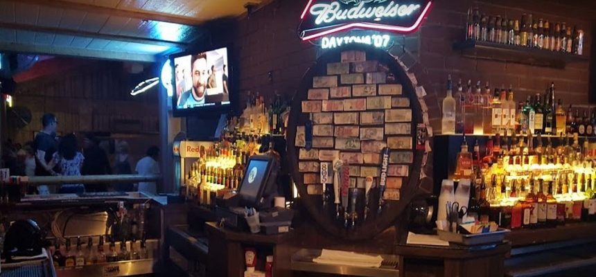 (A photo of the inside of Borderline Bar & Grill from www.borderlinebarandgrill.com)